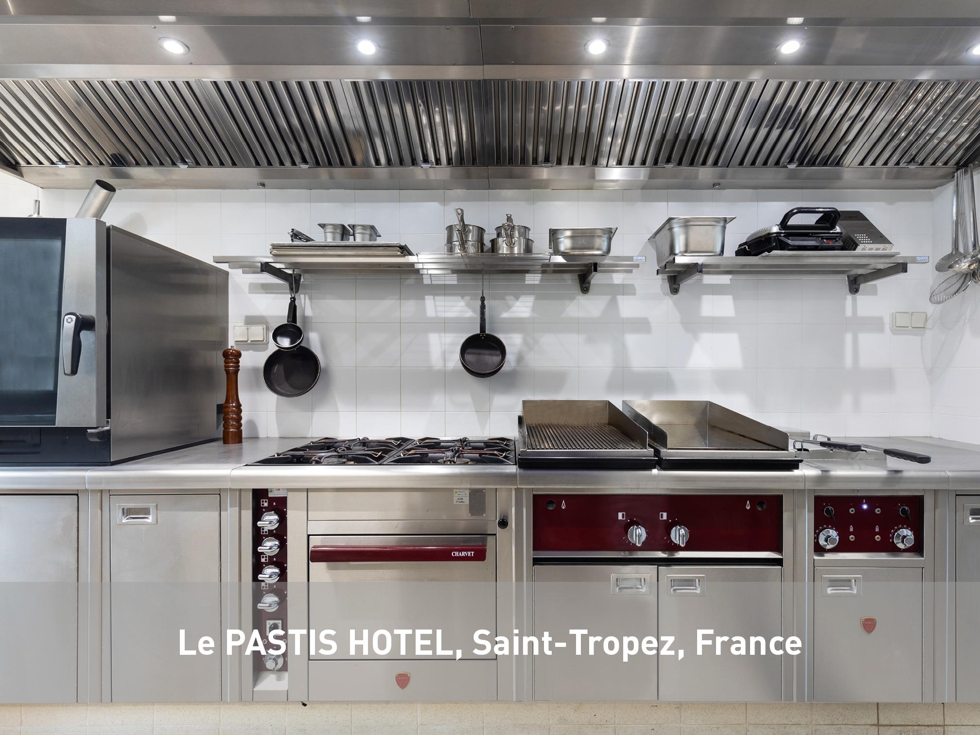 Le-Pastis-Hotel-Charvet-France